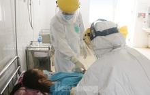 Vào bệnh viện Đà Nẵng xem bác sĩ chăm sóc bệnh nhân COVID-19