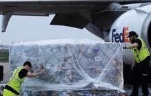 Mỹ gửi nguyên liệu tiếp tục sản xuất thiết bị bảo hộ y tế ở Việt Nam