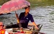 Hình ảnh người đàn ông chèo thuyền ở Tràng An với tư thế có 1-0-2 bất ngờ được khách nước ngoài khen nức nở và nổi khắp mạng Tiktok