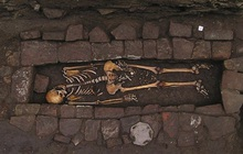 Bí ẩn bộ hài cốt 1.300 năm tuổi sinh con trong quan tài và lý giải cho hiện tượng khiến nhiều người rùng mình