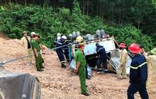 Giải cứu xe tải chở gần 5 tấn thuốc nổ bị lật