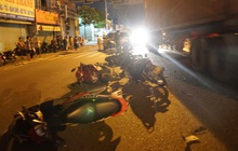 Hiện trường đáng sợ vụ ô tô tông cả chục xe máy, nhiều người bị thương nằm la liệt trên đường
