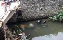 Phát hiện thi thể 2 nam thanh niên bên cạnh xe máy dưới suối ở Tam Đảo