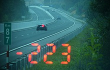 Vội đi ăn cưới, tài xế BMW phóng như bay với tốc độ 223km/giờ trên cao tốc