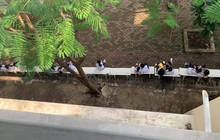 Khoảnh khắc giờ ra chơi của trường cấp 3 ở TP.HCM: Toàn các cặp đôi ngồi sát rạt