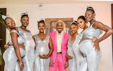 Đi đám cưới bạn, người đàn ông dắt theo 6 cô người yêu, cô nào cũng bầu vượt mặt chiếm hết spotlight của quan viên 2 họ