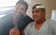 """Bác sĩ riêng phải xin lỗi gia đình Maradona vì đăng bức ảnh cuối cùng của """"Cậu bé vàng"""""""