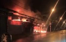 Hà Tĩnh: Nhà dân bốc cháy dữ dội, 4 người thoát nạn