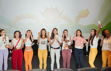 """9 thí sinh Hoa hậu, Á hậu """"hoá SNSD"""" trong buổi công chiếu show thực tế Vietnam Why Not"""