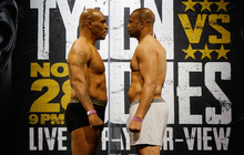 """""""Ông lão"""" 54 tuổi Mike Tyson xuất hiện """"thon gọn"""" hơn cả thời trai trẻ, sẵn sàng cho trận đại chiến cùng Roy Jones"""