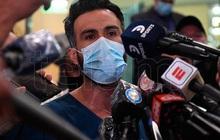 """Biến cực căng: Bác sĩ riêng Maradona chịu cáo buộc """"làm người khác chết oan"""", văn phòng và nhà riêng bị cảnh sát ập vào khám xét"""