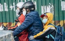 Ảnh: Hà Nội sáng đầu tuần rét lạnh dù có nắng, người dân trang bị áo ấm ra đường
