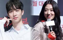 """Có một mỹ nam """"dính"""" Park Shin Hye như sam ở họp báo The Call: Gây sốt vì visual nổi bần bật nhưng thân thế thật mới đáng sốc"""
