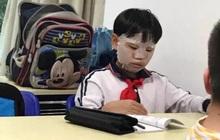 """Hỏi: """"Em không ăn được gì vào bữa sáng?"""", cậu nhóc trả lời 4 từ nhưng khiến mẹ khóc nức nở, còn cô giáo chỉ đòi bỏ dạy"""
