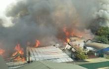Hà Nội: Cháy lớn kinh hoàng tại xưởng sản xuất đồ gỗ, thiêu trụi nhiều nhà xưởng