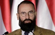 Nghị sĩ Hungary tham gia 'tiệc sex' với 20 người giữa lệnh phong tỏa, liều lĩnh trèo ống nước trốn cảnh sát