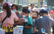 Chùm ảnh: Người Sài Gòn tranh thủ đi mua khẩu trang y tế phòng dịch Covid-19, giá bán vẫn bình ổn