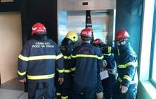 Hà Nội: 2 thang máy của công ty gặp sự cố khiến 38 người mắc kẹt, nhiều người hoảng sợ