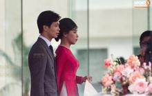 Cô dâu Viên Minh xuất hiện giản dị cùng chiếc nón lá, chờ giờ khởi hành về ra mắt họ nhà trai