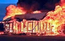 Nghi vấn mâu thuẫn gia đình, chồng đốt bình xăng xe máy khiến vợ bỏng nặng