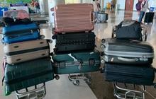 """Nhóm bạn nữ đi du lịch mang tận 8 vali 5 balo như """"di cư"""" mà còn than thiếu đồ mặc, anh chàng đăng lên mạng """"khóc thét"""" bất ngờ nhận được sự đồng cảm của nhiều người"""