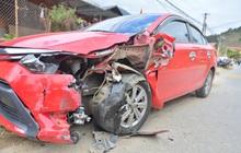 Yên Bái: Xe máy va chạm kinh hoàng với ô tô con, một người bị húc văng qua hàng rào nhập viện khẩn cấp