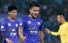 Thắng sốc Hà Nội FC, HLV Nam Định phủ nhận làm xấu mặt sân gây khó Quang Hải, Văn Quyết