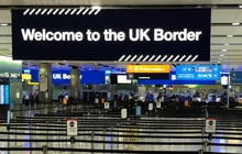 Lo ngại Covid-19, Anh siết chặt kiểm soát biên giới và đóng cửa hành lang du lịch