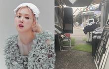 Rộ tin Rosé (BLACKPINK) đã quay xong MV debut solo, nhìn hậu trường fan đoán luôn tên bài liên quan đến bộ phim LGBT đình đám?