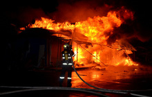 Cháy chợ lúc rạng sáng khiến 5 ki ốt bị thiêu rụi