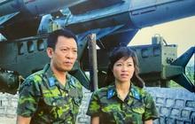 """MC Hoàng Linh khoe ảnh làm """"Chúng tôi là chiến sĩ"""" 15 năm trước, dân tình trầm trồ: Bác Sâm ngày càng đĩnh đạc, chị Linh thì trẻ ra!"""