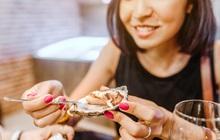 """3 thói quen ăn uống hội con gái nên tránh mắc phải trong kỳ """"rớt dâu"""" nếu không muốn tình trạng đau bụng kinh thêm tồi tệ"""
