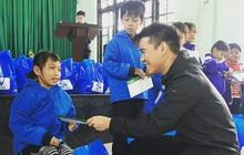 SV-League trao quà cho những học sinh khó khăn tại Huế trong chuyến thiện nguyện hướng về miền Trung