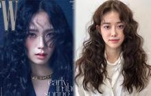 """Lần đầu uốn tóc xoăn tít khó nhằn đã """"gây sốt"""", Jisoo còn tạo trend tóc """"hot hit"""" cho 2021 luôn"""