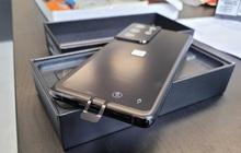 Samsung Galaxy S21 có một lỗi thiết kế nhỏ, có thể khiến người dùng chọc nhầm lỗ