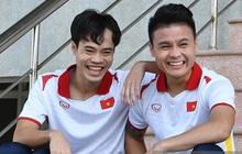 """Văn Toàn và Quang Hải """"đóng vai"""" diễn viên hài trong buổi chụp hình áo đấu mới của ĐTQG"""