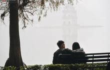 Hà Nội 14 độ C nhưng nắng ấm xa dần, chỉ thấy toàn sương với mù mà thôi