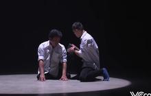 Màn múa xúc động tái hiện câu chuyện cõng nhau đến trường suốt 10 năm của Tất Minh - Minh Hiếu