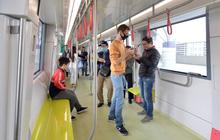 Ảnh, clip: Người Hà Nội hào hứng tham quan đoàn tàu metro đầu tiên Nhổn - ga Hà Nội