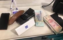 Tiếp viên VNA Group trả lại tài sản giá trị hơn 200 triệu đồng bị khách bỏ quên trên máy bay