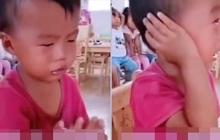 """Ngày đầu tiên đi học mẫu giáo, cậu bé khóc lóc chán chê 1 hồi rồi có hành động """"ngoài sức tưởng tượng"""" khiến ai cũng phải cười bò"""