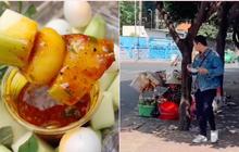 """Còn ai sáng tạo hơn các gánh hàng rong Sài Gòn, cô dì lại vừa chế ra món """"xoài xanh trứng cút"""" ăn cực kì hút!"""
