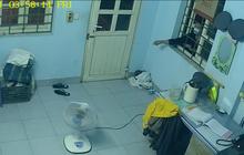 Thanh niên dùng móc quần áo mở cửa nhà gác chắn đường tàu để trộm cắp tài sản