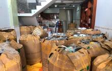 """Đột kích căn nhà ở TP.HCM phát hiện gần 4.200 mũ bảo hiểm nghi giả mạo """"Nón Sơn"""""""