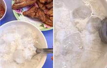 Tưởng đùa nhưng có thật: Cô gái ăn cơm trắng chan với… nước đá lạnh, hoá ra là món phổ biến ở các tỉnh miền Tây Nam Bộ?