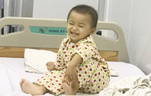 Bé gái 32 tháng tuổi mắc u nguyên bào thần kinh được ghép tế bào gốc tự thân, nở nụ cười hồn nhiên khiến ai cũng ấm lòng