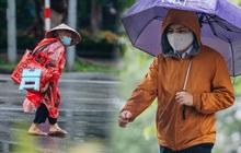 Ảnh: Người Hà Nội co ro trong cơn mưa tầm tã kết hợp không khí lạnh tăng cường