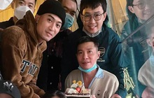 NS Công Lý lần đầu lộ diện sau 3 tháng tai nạn phải nhập viện, hạnh phúc rõ khi được dàn diễn viên đến thăm mừng sinh nhật