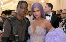 """Kylie Jenner cãi nhau to đến mức """"toang"""" với bạn trai giữa lúc mang thai, dân tình soi rõ bằng chứng ở MTV Awards?"""