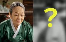 """Người bà quốc dân (Hometown Cha-Cha-Cha) hồi trẻ đại náo xứ Hàn với visual chấp ảnh đen trắng, choáng vì sống mũi """"sắc như dao"""""""